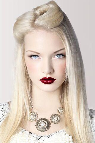 File:Elena-Gilbert-Blonde.jpg