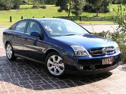 800px-2005 Holden ZC Vectra CDX hatchback 01
