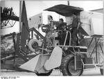 Bundesarchiv Bild 183-03677-0002, Weimar, 1000er Mähdrescher des Kombinats