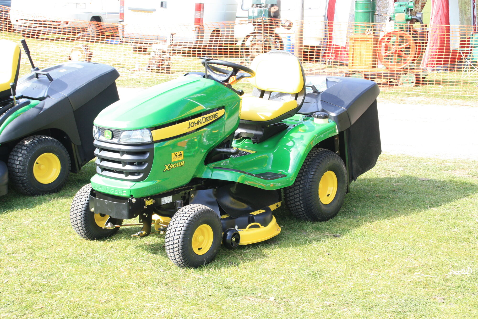 john deere x300r tractor construction plant wiki. Black Bedroom Furniture Sets. Home Design Ideas