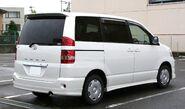 2001-2004 Toyota Noah rear