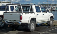 2002-2005 Toyota Hilux (VZN167R) SR5 4-door utility 01