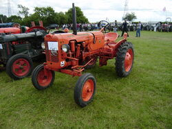 Allis-Chalmers D-270 - Perkins - at Astwood Bank 08 - P6150258