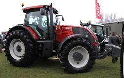 Valtra S352 MFWD (red) - 2009