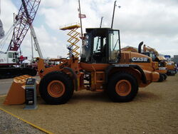 Case 621E loading shovel