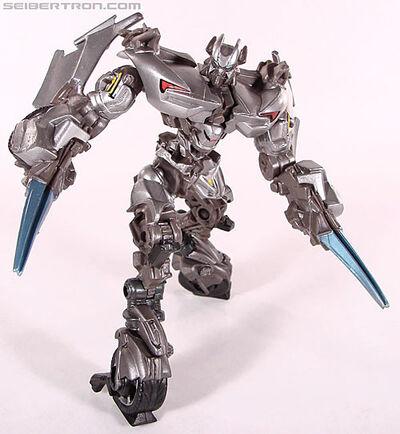 R robot-replicas-sideswipe-048