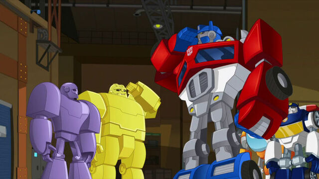 File:NewRecruits greeting Optimus.jpg
