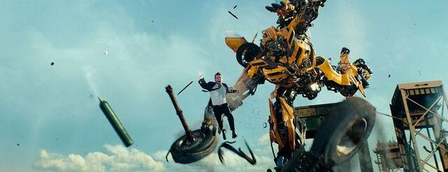 File:Dotm-sam&bumblebee-film-highway.jpg