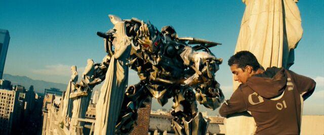 File:Movie Megatron Samonroof.jpg