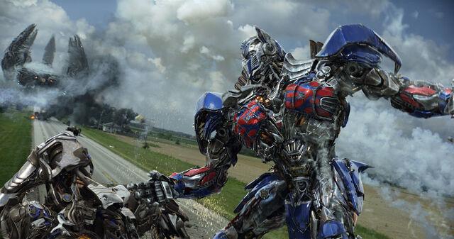 File:AOE Optimus Battle.jpg