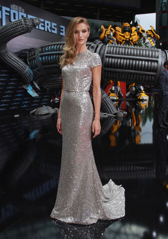 File:Rosie-Huntington-Whiteley-Naeem-Khan-Evening-Dress-1.jpg