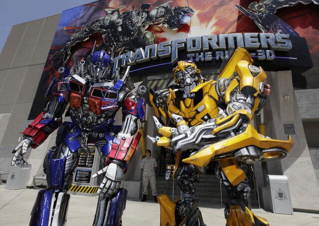 File:Optimus-Bumblebee-Universal.jpg