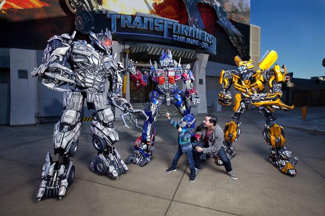 File:Transformers Characters-Megarton,Optimus Prime, BumbleBee 1.jpg