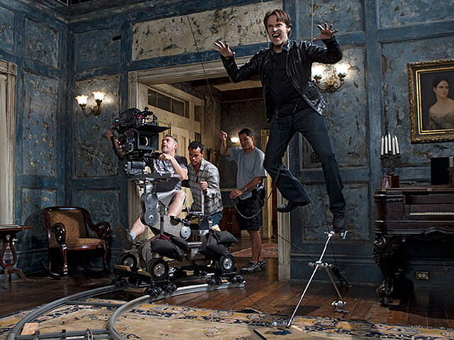 File:Stephen moyer true blood set.jpeg