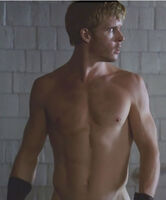 GRIFF-the-INVISIBLE-ryan-kwanten-26183200-437-527