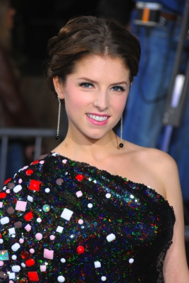 File:107144 anna-kendrick-arrives-to-the-premiere-of-summit-entertainments-the-twilight-saga-new-moon-at-the-man.jpg