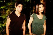 Seth-Leah-From-Breaking-Dawn-movie-jacob-black-and-leah-clearwater-25471085-800-533