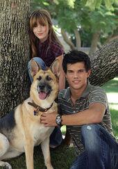 Jacob-and-Renesmee-jacob-and-renesmee-5659255-350-500