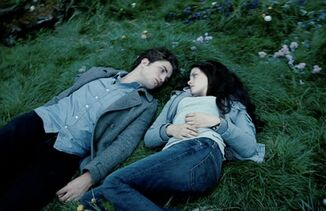 Edward-bella-staring-woods
