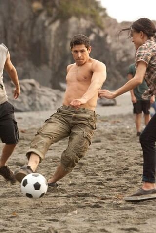File:Playing-soccer-and-the-twilight-saga-breaking-dawn-part-1-gallery.jpg
