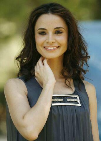 File:8266 mia-maestro-actriz-argentina-en-amanecer.jpg