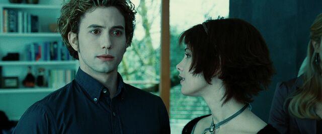 File:AJ-Twilight-movie-alice-and-jasper-23320561-1920-1080.jpg