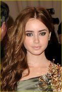 Lily-collins-costume-gala-02