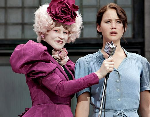 File:The-Hunger-Games-Effie-and-Katniss.jpg
