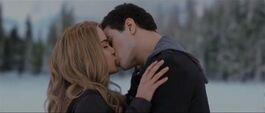 Emmett-rosalie-kiss-34023455526435634