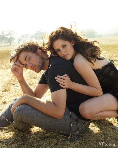 File:Vf-outtakes-robert-pattinson-and-kristen-stewart-2806759-460-576.jpg