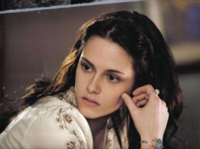 File:Bella swan (10).jpg