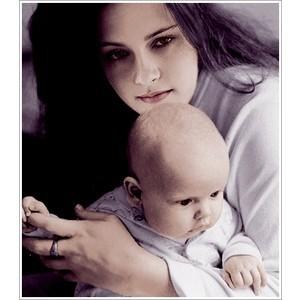 File:Vampire-bella-holding-her-renesmee-bella-and-renesmee-9432546-300-300.jpg