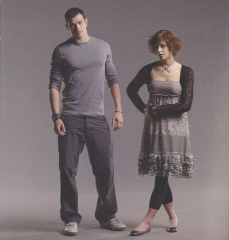 File:Alice-and-Emmett-Cullenfd -twilight-series-5484741-2213-2316.jpg