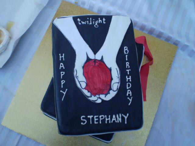 File:Twilight Cake.jpg