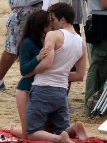 File:Small breaking dawn robert pattinson kristen stewart.jpg