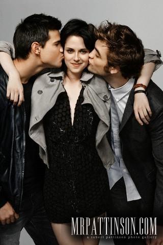 File:-New-Entertainment-Weekly-Outtakes-With-Robert-Pattinson-Kristen-Stewart-Taylor-Lautner-robert-pattinson-10805532-320-480.jpg