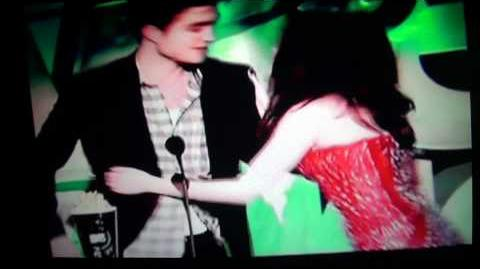 MTV Movie Awards 2011 Best Kiss Robert Pattinson & Kristen Stewart Twilight Saga Eclipse Robste
