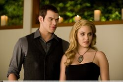 New-Moon-Still-rosalie-hale-8986627