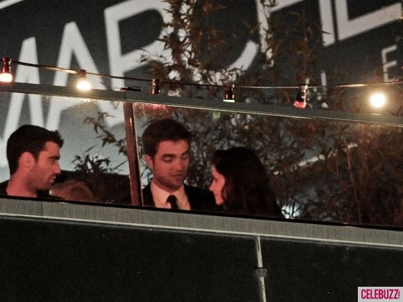 File:8Robert-Pattinson-and-Kristen-Stewart-Kissing-052312-580x435.jpg