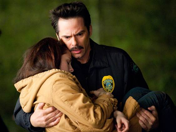 File:Ss-091116-new-moon-jacob-bella-carried.grid-7x2.jpg
