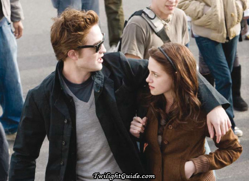File:Bella-edward-crowd2.jpg