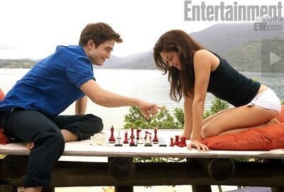 9-breaking-dawn-BD-2011-part one-bella and edward-chess-09-1-