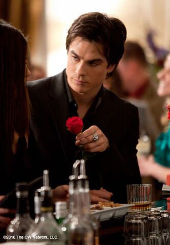 File:Damon-salvatore-s2421.jpg
