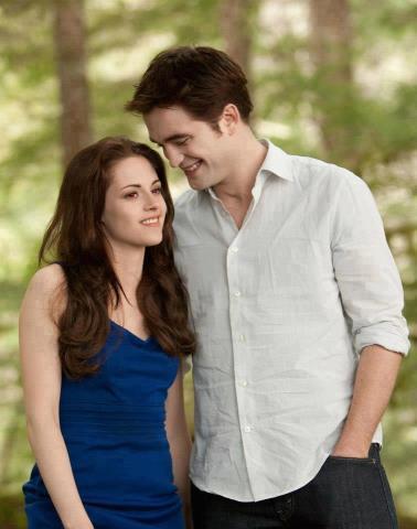 File:Bella and edward together.jpg