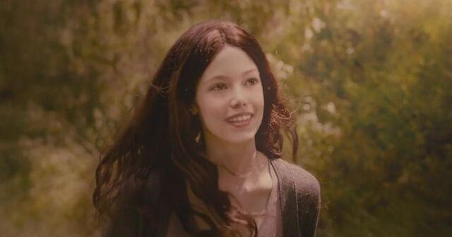 File:BD1- Renesmee Grown Up Running.jpg