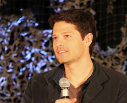 File:Supernatural-BurCon-2012-Misha-Collins-03-442x360.png