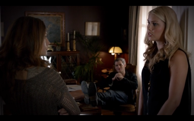 File:1x03-Klaus, Hayley and Rebekah 2.png
