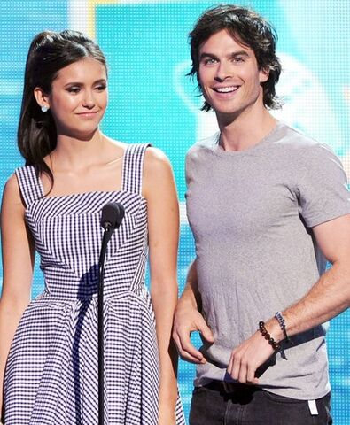 File:340-dobrev-e-ian-somerhalder-en-los-teen-choice-awards-2011.jpg