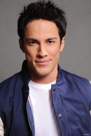 File:2011 Teen Choice Awards 16 Michael Trevino.jpg