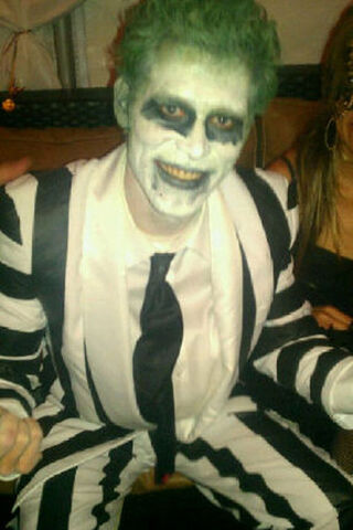 File:Joseph-morgan-as-beetle-juice.jpg